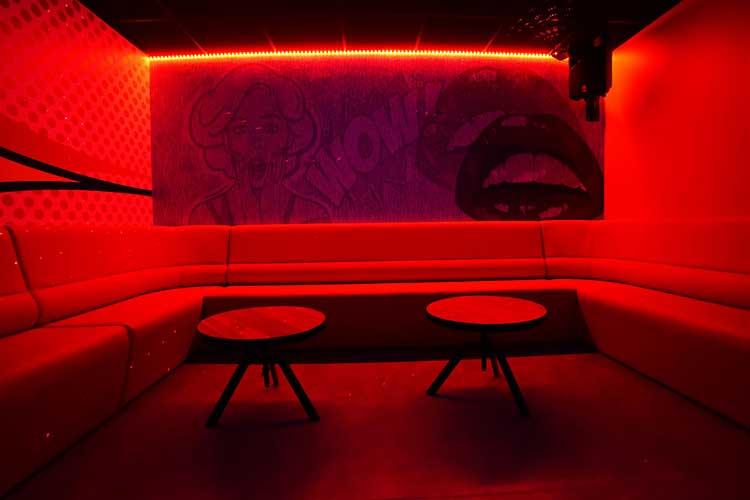 intérieur karaoké box exalto dardilly